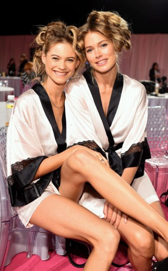 rs_634x1024-141202110145-634-victoriasecret-fashionshow-backstage-BehatiPrinsloo-DoutzenKroes.jw.12214