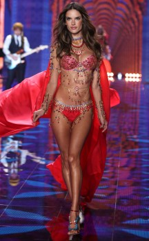 rs_634x1024-141202122957-634-7victorias-secret-fashion-show.ls.12214