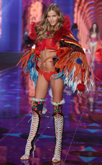 rs_634x1024-141202123426-634-9victorias-secret-fashion-show.ls.12214